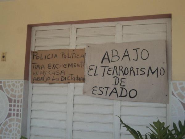 Caridad Burunate fue victima de repudio en su localidad por situar estas proclamas