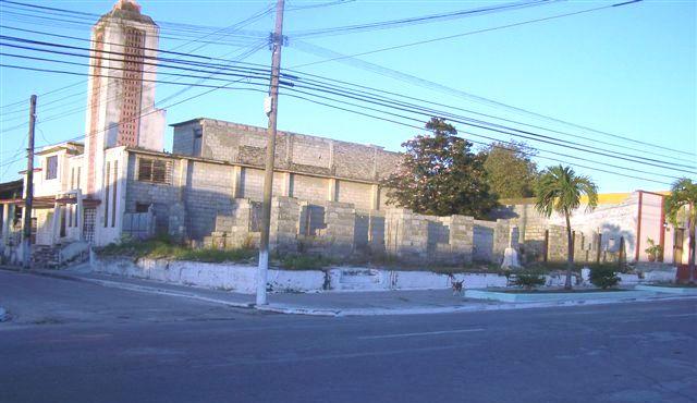 Foto del terreno de la IglesiaBbautista Yaguajay en litigio_ lateral derecho