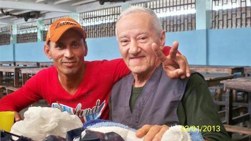 Alexis Sabaleta (I) visita en carcel camagueyana a preso politico Armando Sosa Fortuny