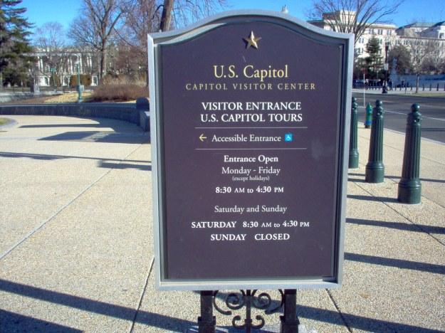 Visitantes entrando al Capitolio EE.UU