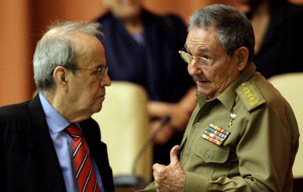 Ricardo Alarcón y Raúl Castro