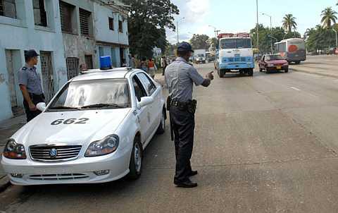 policía cubano