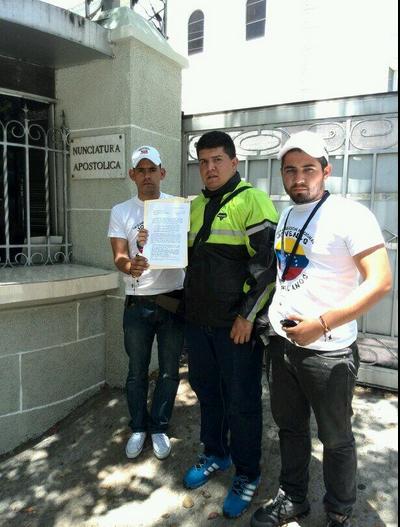 Jóvenes Venezolanos entregan carta al Nuncio para que la haga llegar al Papa