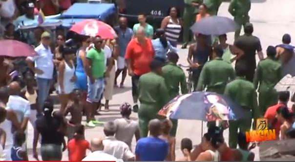 2014 militares detienen a opositores al salir de la casa de Gullermo Fariñas
