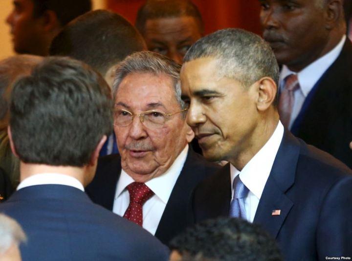 Dos días después de la entrevista de Efe a Obama se gue a la Cumbre a encontrarse con los presidentes elegidos democráticamente y con el General Castro