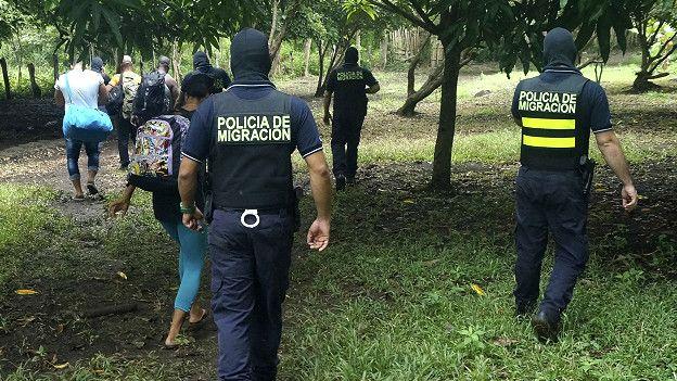 7 Policía-Migración-Cubanos costa rica