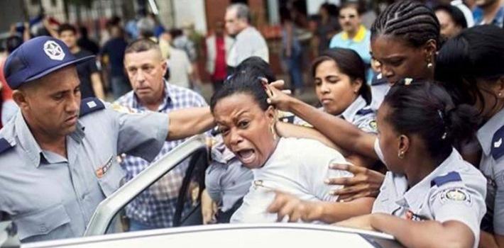Damas de Blanco  sometidas a vejaciones y violencia física cuando están en custodiapolicial