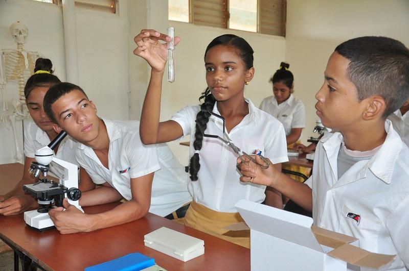 Inicio del curso escolar en Cuba una novela porentrega