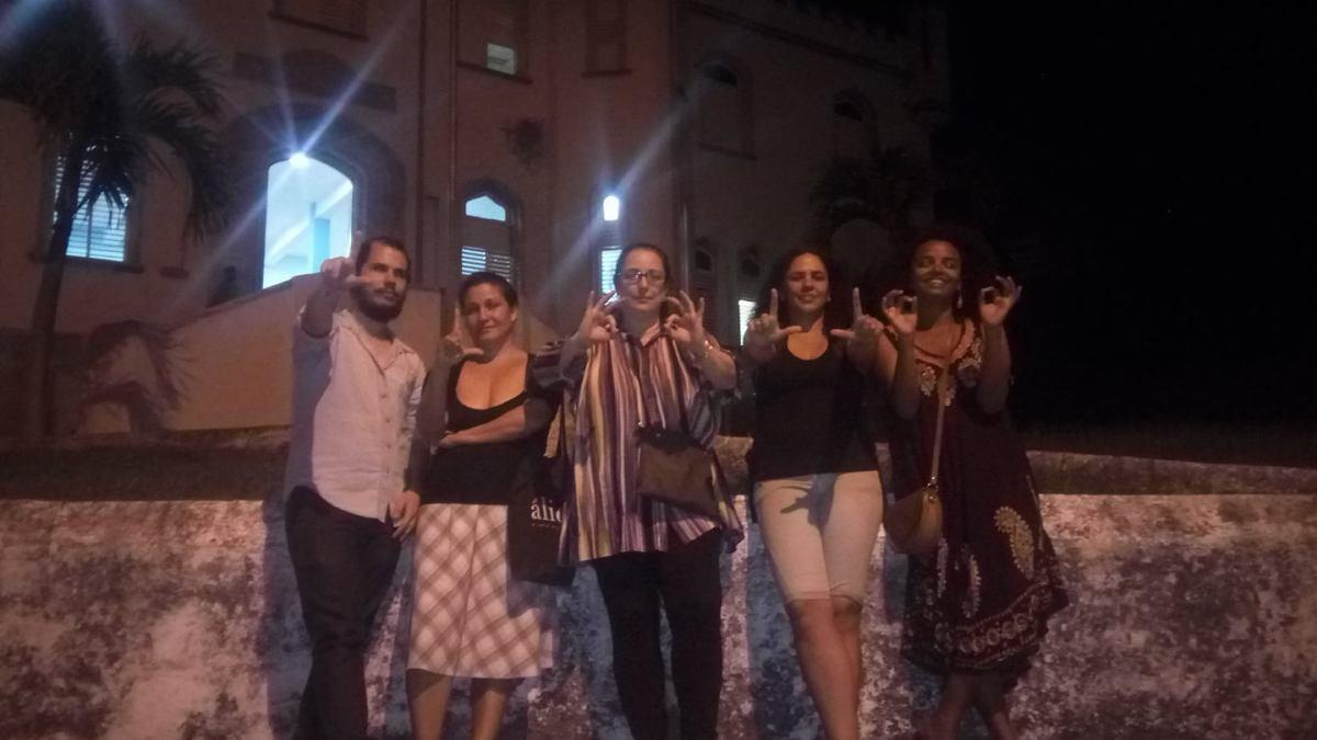 Facebook: …mientras Cuba adentro se disponía adormir