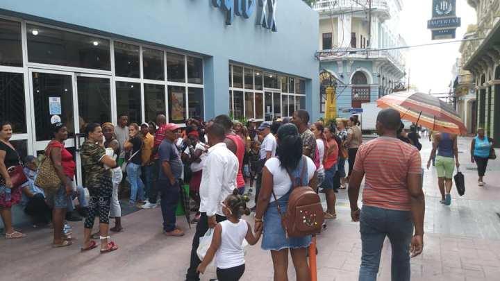 Colas en Santiago de Cuba Foto Yordanis Labrada